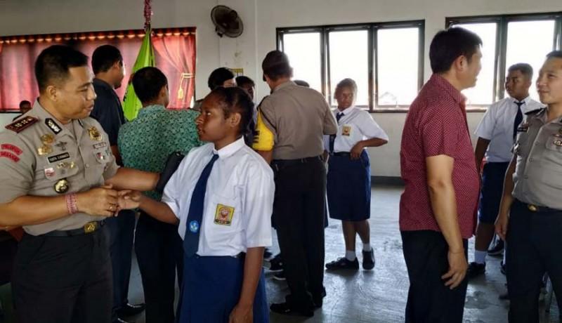 www.nusabali.com-kapolres-badung-tatap-muka-dengan-siswa-papua