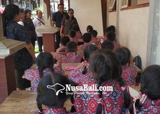 Nusabali.com - siswa-belajar-di-emperan