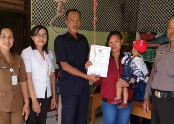 Nusabali.com - perbekel-amerta-bhuana-terbitkan-sertifikat-imunisasi