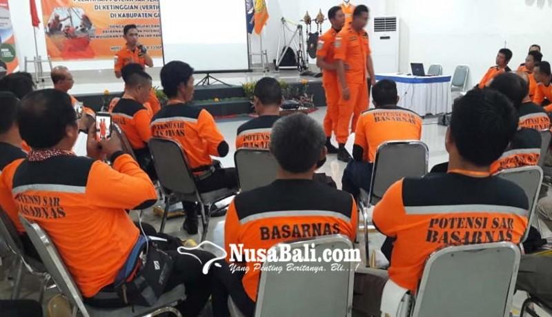www.nusabali.com-basarnas-latih-teknik-pertolongan-di-ketinggian