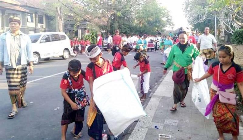 www.nusabali.com-tangani-sampah-porprov-dinas-lh-gandeng-komunitas-lingkungan