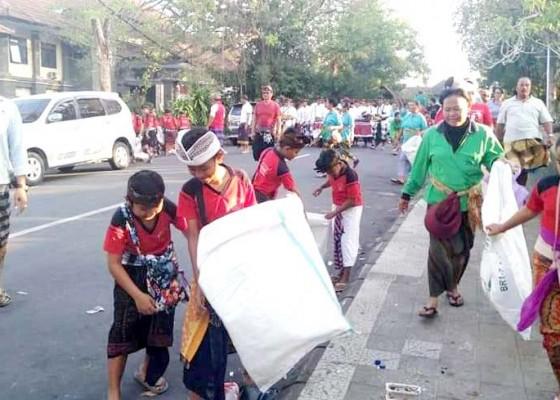 Nusabali.com - tangani-sampah-porprov-dinas-lh-gandeng-komunitas-lingkungan