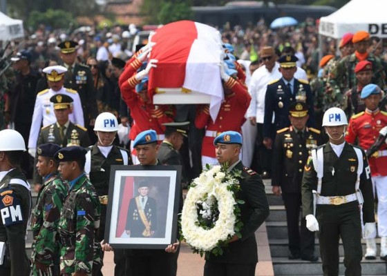 Nusabali.com - pemakaman-habibie-dihadiri-3-presiden