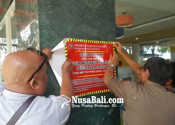 Nusabali.com - tunggak-pajak-singaraja-hotel-dipasangi-stiker