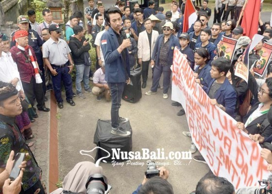 Nusabali.com - demo-savekpk-di-dprd-bali