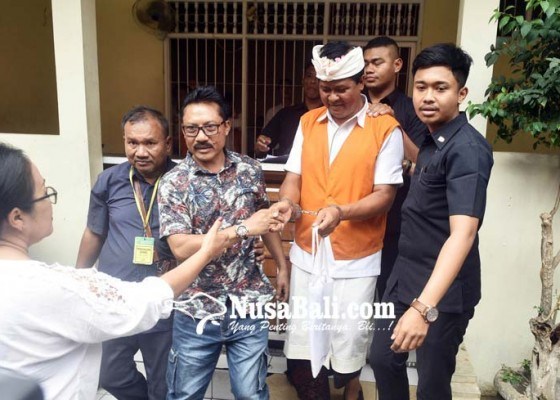 Nusabali.com - keluarga-sedih-lihat-mantan-wagub-makan-nasi-jatah