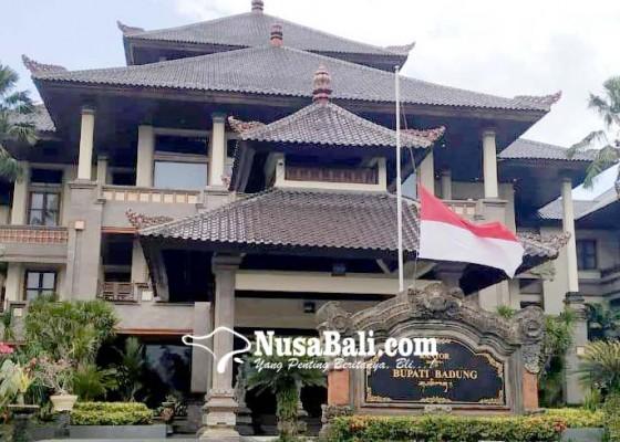 Nusabali.com - hormati-wafatnya-bj-habibie-badung-kibarkan-bendera-setengah-tiang