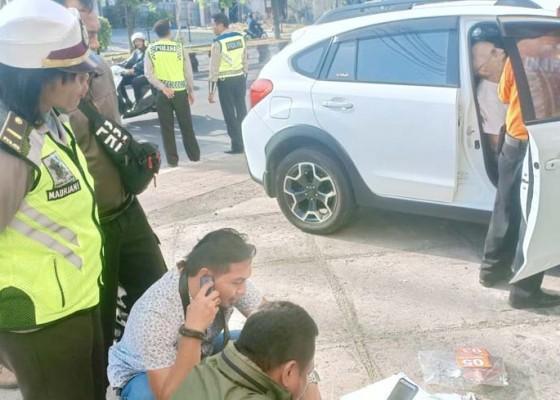 Nusabali.com - bule-amerika-tewas-di-dalam-mobil