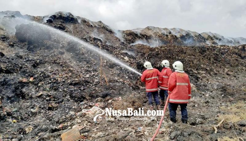 www.nusabali.com-damkar-dari-tiga-kabupaten-dikerahkan-ke-tpa-mandung