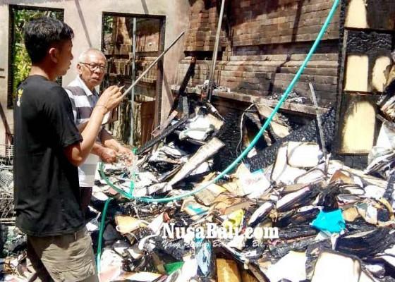 Nusabali.com - gudang-buku-milik-kakak-ketua-dewan-ludes-terbakar
