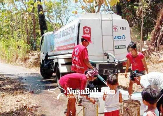Nusabali.com - pmi-suplai-air-bersih-ke-desa-seraya-tengah