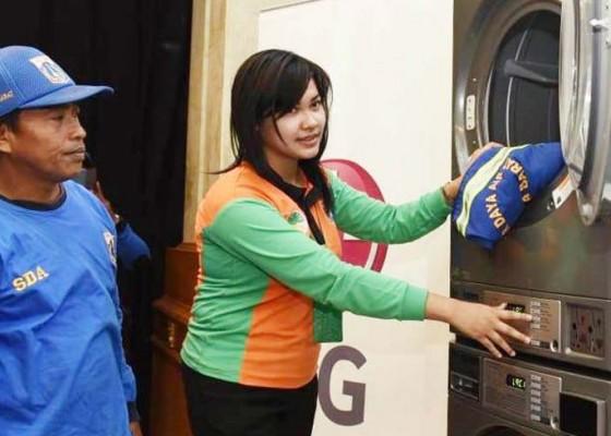 Nusabali.com - mesin-cuci-laundry-dukung-tenaga-kebersihan