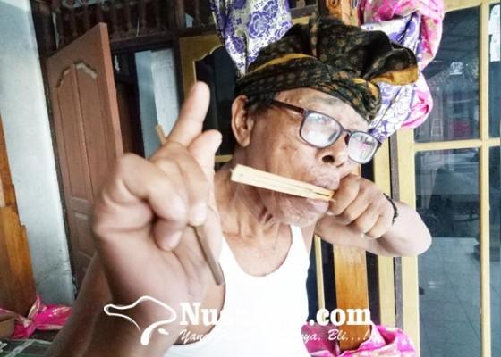 Nusabali.com - pelestari-genggong-khas-sesetan