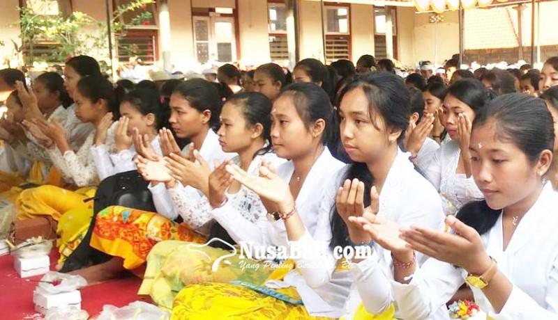 www.nusabali.com-stahn-mpu-kuturan-upanayana-ratusan-mahasiswa