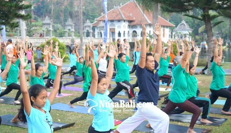 www.nusabali.com-yoga-massal-semarakkan-festival-kelapa-internasional