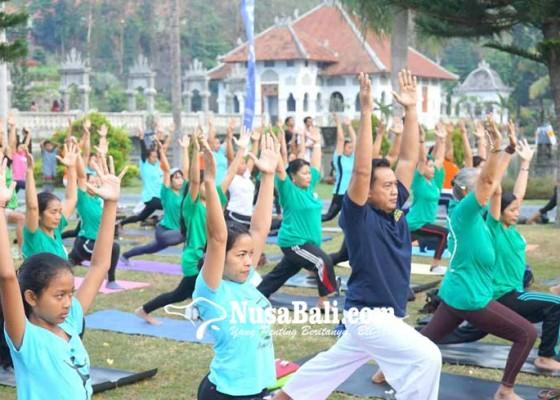 Nusabali.com - yoga-massal-semarakkan-festival-kelapa-internasional