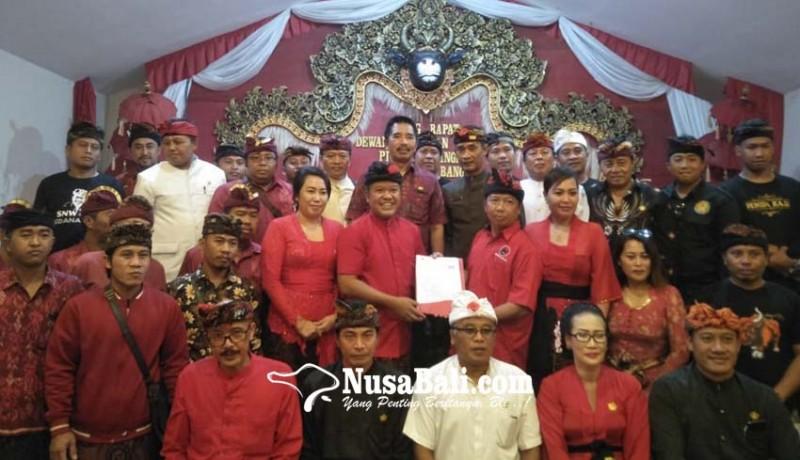 www.nusabali.com-seluruh-bakal-calon-mendaftar-bersamaan-di-dpc-pdip-bangli