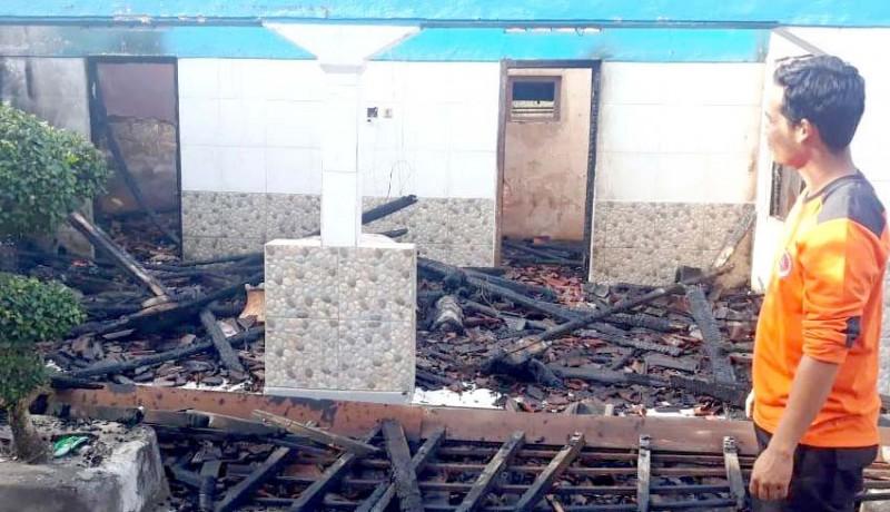 www.nusabali.com-diduga-karena-api-dupa-bangunan-ludes-terbakar