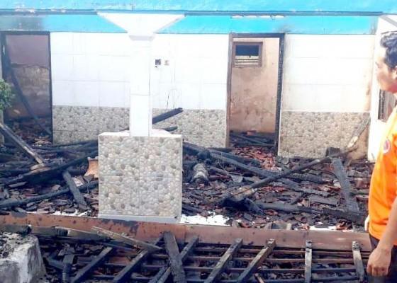 Nusabali.com - diduga-karena-api-dupa-bangunan-ludes-terbakar