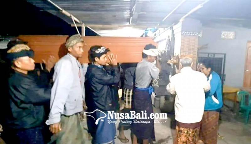 www.nusabali.com-isak-tangis-sambut-jenazah-tkw-di-turki