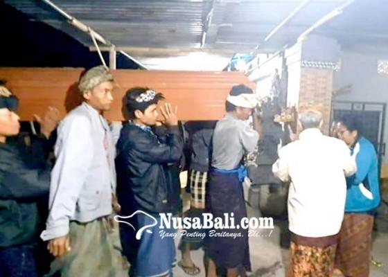Nusabali.com - isak-tangis-sambut-jenazah-tkw-di-turki