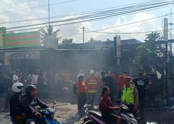 Nusabali.com - warung-makan-pak-kumis-terbakar
