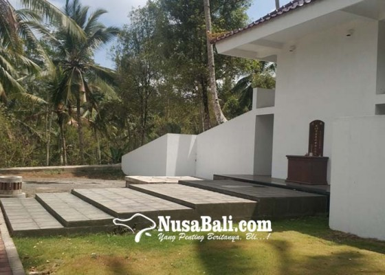 Nusabali.com - warga-protes-bangunan-makam-pribadi