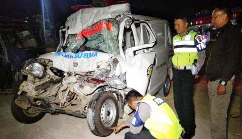 www.nusabali.com-ambulans-bawa-jenazah-tabrak-truk-5-tewas