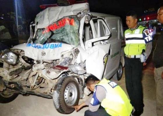 Nusabali.com - ambulans-bawa-jenazah-tabrak-truk-5-tewas