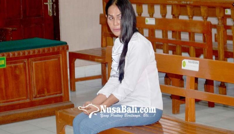 www.nusabali.com-waria-pembobol-vila-disemprot-hakim