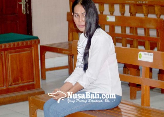 Nusabali.com - waria-pembobol-vila-disemprot-hakim