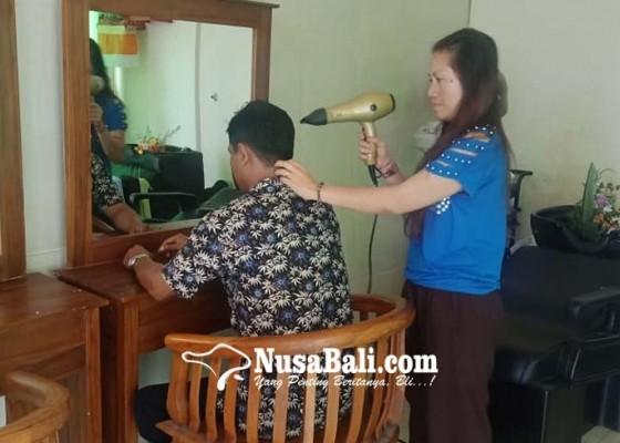 Nusabali.com - penyandang-bisu-tuli-pintar-nyalon