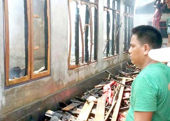 Nusabali.com - gudang-mebel-dan-rumah-ludes-terbakar