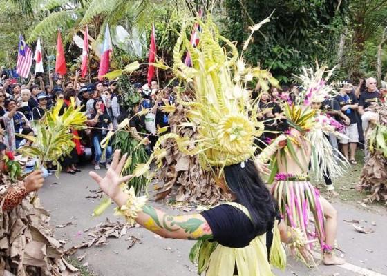 Nusabali.com - dunia-lirik-taman-bunga-bali