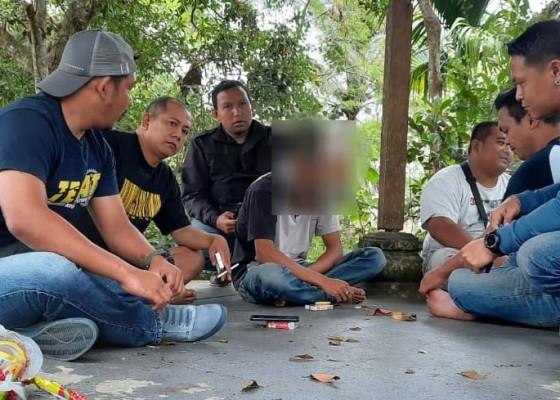 Nusabali.com - curi-laptop-polisi-amankan-waker
