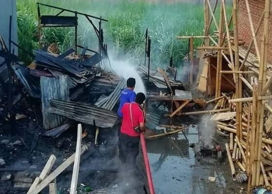 Nusabali.com - rumah-bedeng-hangus-terbakar