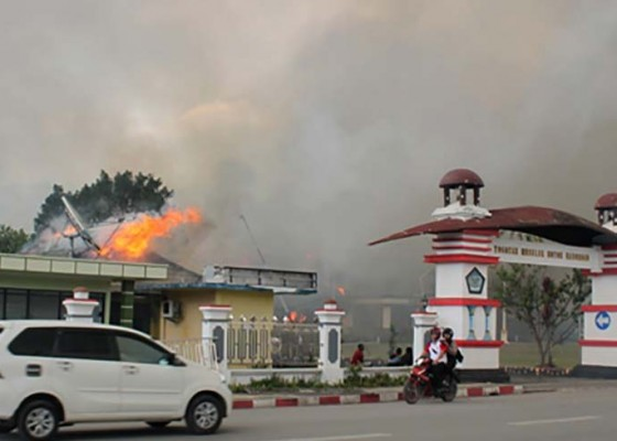 Nusabali.com - jayapura-rusuh-1-tni-gugur-3-mahasiswa-tewas