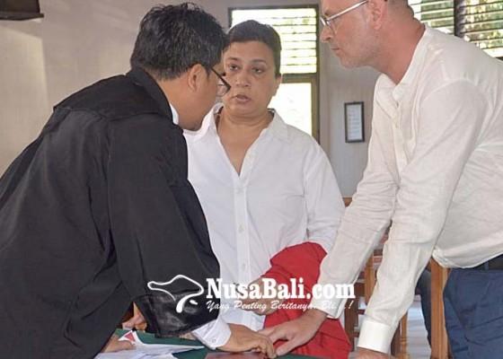 Nusabali.com - palsukan-merk-dagang-dua-bule-terancam-5-tahun