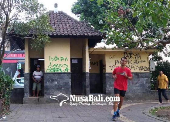 Nusabali.com - bau-anyir-wc-lapangan-astina