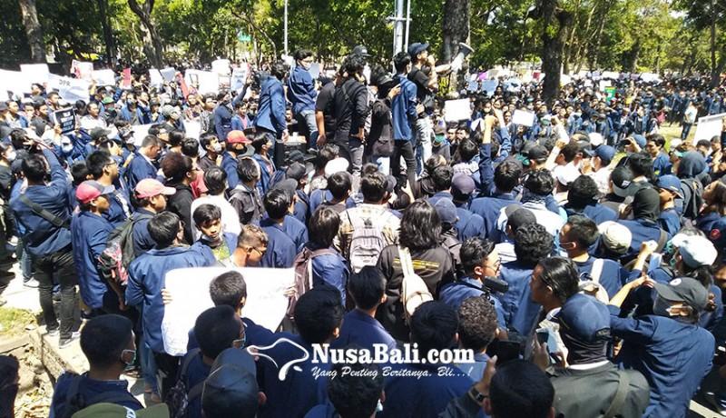 www.nusabali.com-mahasiswa-bali-aksi-bali-tidak-diam