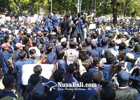 Nusabali.com - mahasiswa-bali-aksi-bali-tidak-diam