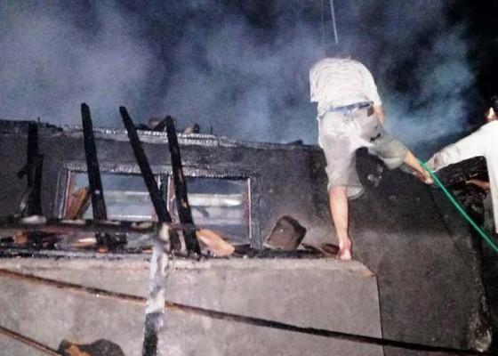 Nusabali.com - korsleting-listrik-gedong-perabotan-terbakar