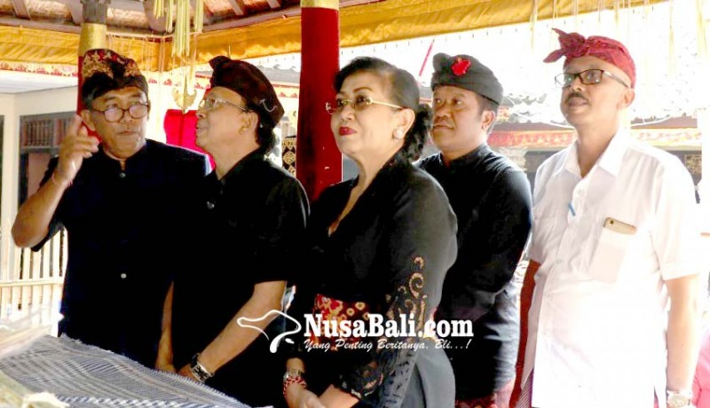www.nusabali.com-gubernur-melayat-ke-rumah-duka-oka-mantara
