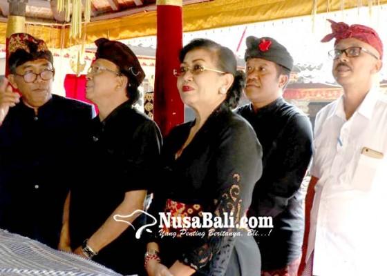 Nusabali.com - gubernur-melayat-ke-rumah-duka-oka-mantara