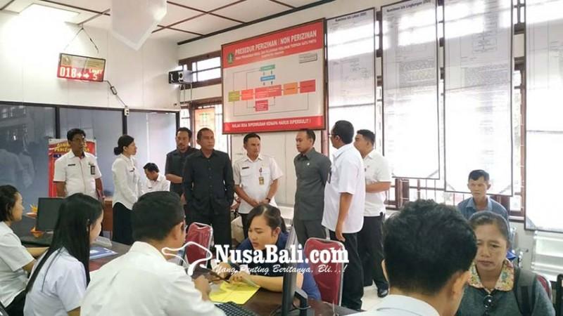 www.nusabali.com-dewan-sidak-ke-dinas-perizinan-dan-kominfo-soroti-pelayanan-publik