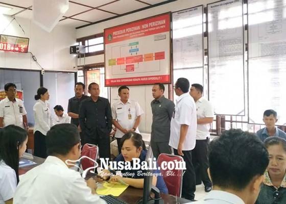 Nusabali.com - dewan-sidak-ke-dinas-perizinan-dan-kominfo-soroti-pelayanan-publik