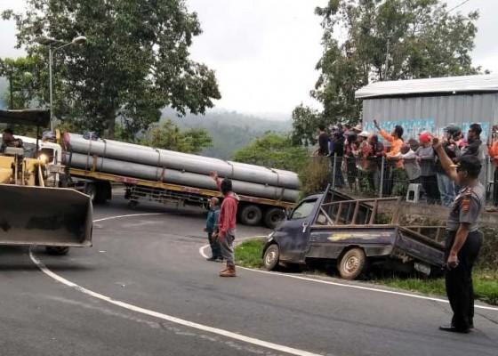 Nusabali.com - truk-mogok-jalur-denpasar-singaraja-lumpuh-6-jam