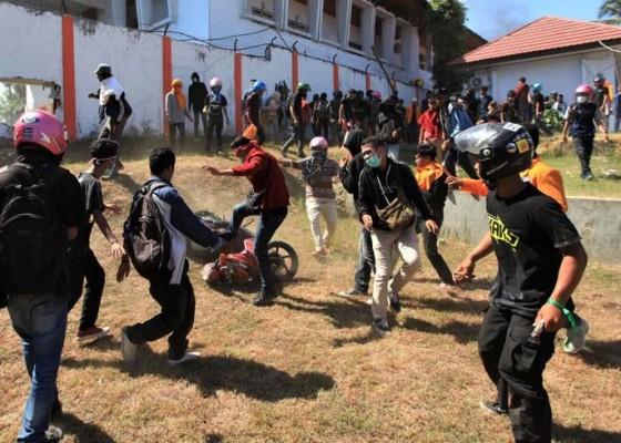 Nusabali.com - satu-mahasiswa-tewas-tertembak-saat-demo