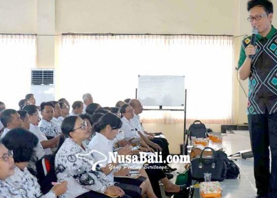 Nusabali.com - guru-sd-se-karangasem-dapat-peningkatan-mutu