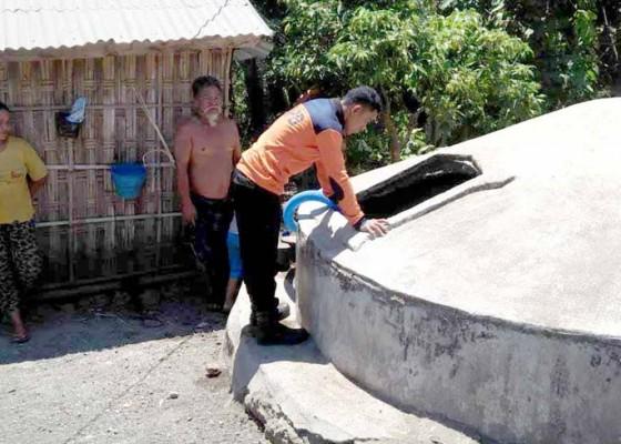 Nusabali.com - atasi-krisis-bpbd-salurkan-air-bersih
